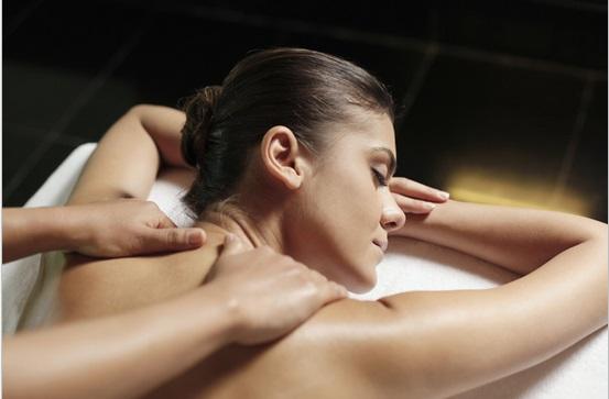 The Effleurage Technique For Shoulders