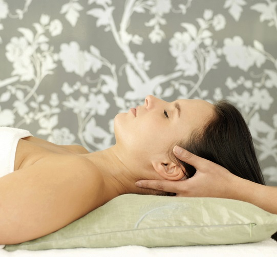 Tips For Self Massaging a Stiff Neck